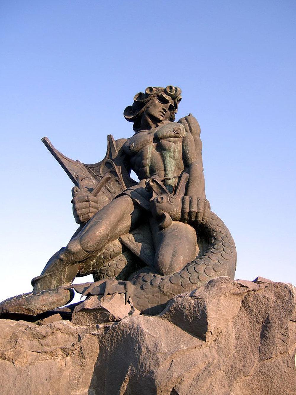 Скульптура Ваагн Вишапаках