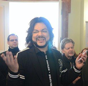 Ֆիլիպ Կիրկորովը երգել է Լիտվայի ընտրատեղամասում