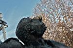 Առնո Բաբաջանյանի արձանը