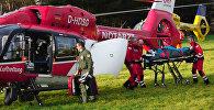 СПУТНИК_Спасатели погрузили в вертолет пострадавших при столкновении поездов в ФРГ