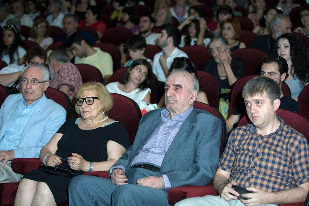 Артавазд Пелешян на просмотре своих фильмов
