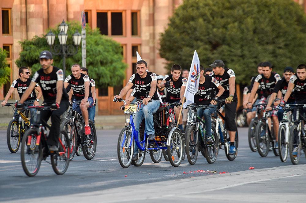 Երևանում «100 դուռ» նախագծի շրջանակում հեծանվաերթ անցկացվեց