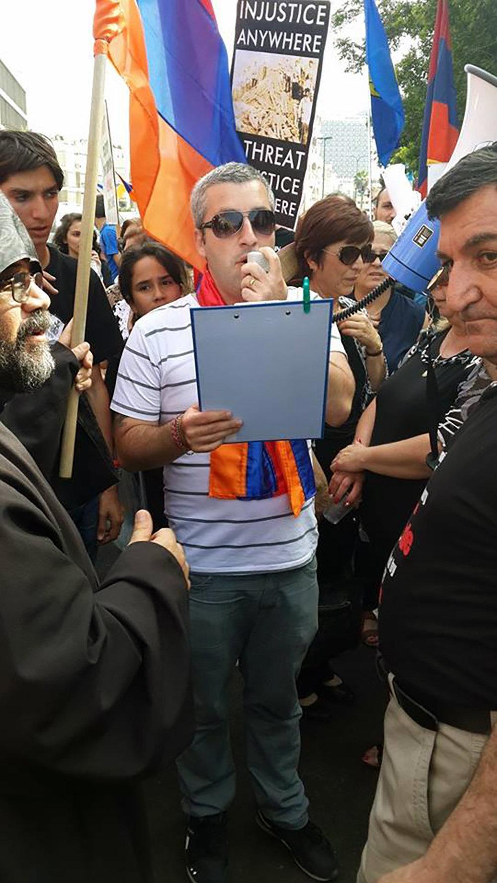 Мендель Корсунский на акции протеста в Израиле