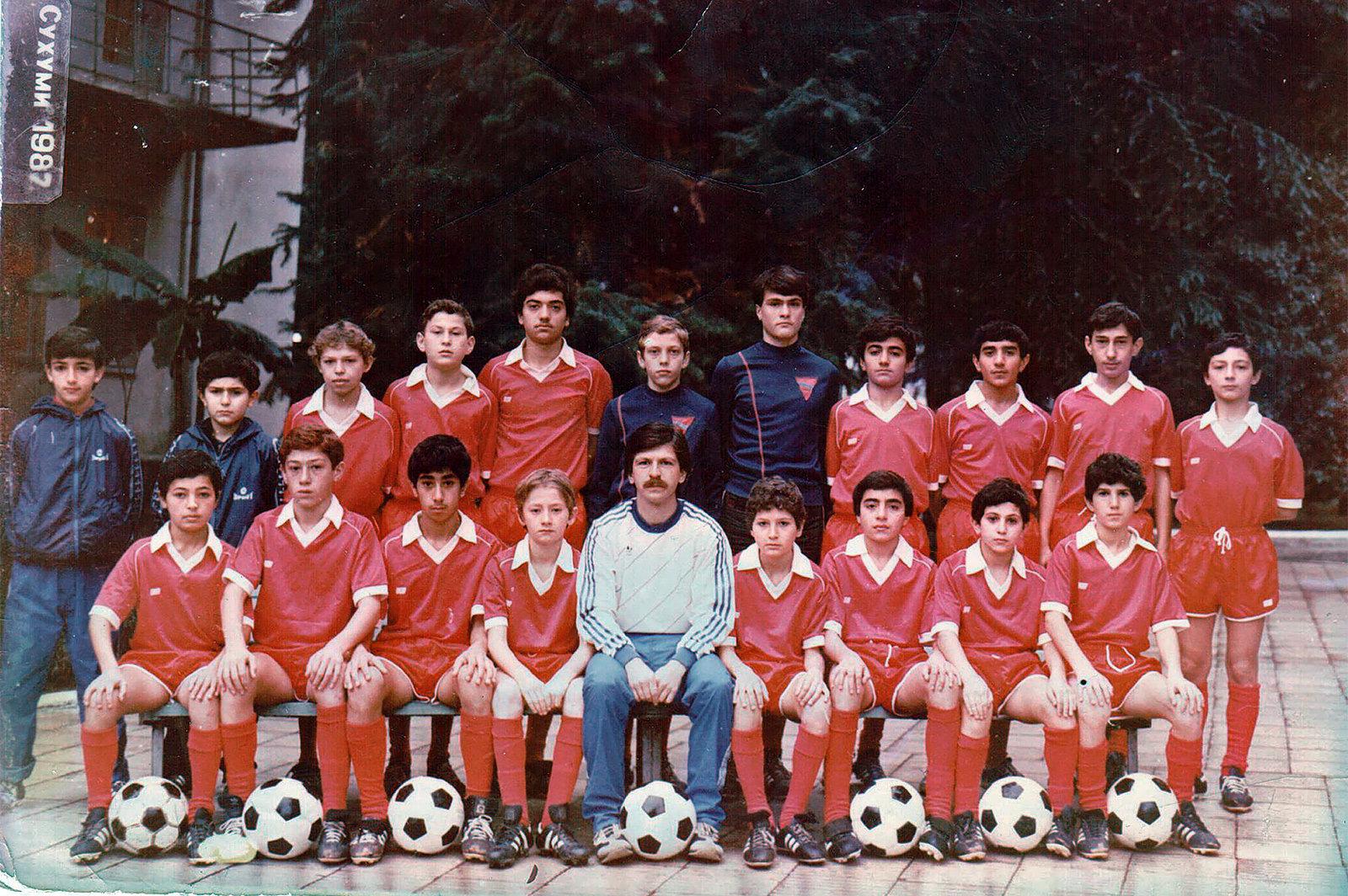 Футбольная команда, где играл Роман Березовский. 1987 год