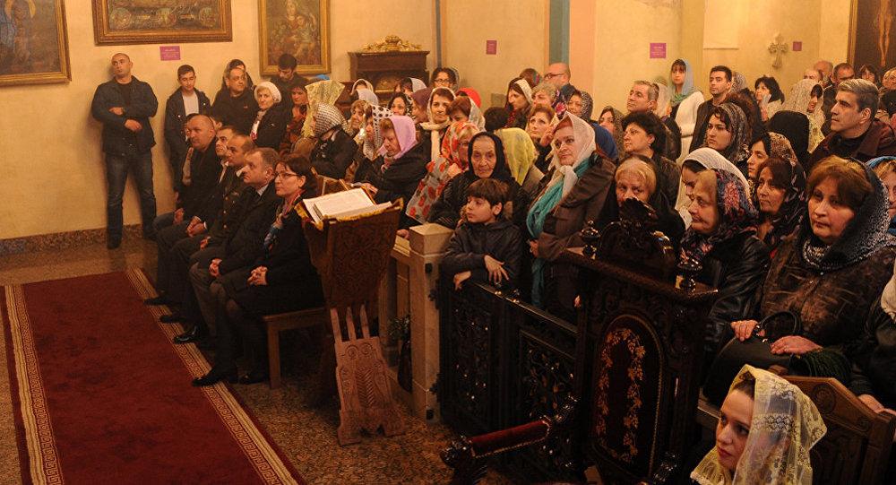 Министр обороны Грузии Тинатин Xидашели на пасхальной литургии в армянской церкви Сурб Геворк