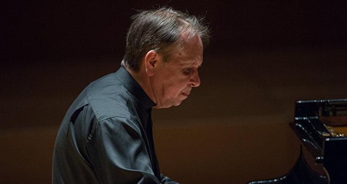 Всемирно известный пианист, лауреат премии Грэмми  Михаил Плетнев
