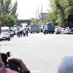 близ места захвата вооруженной группой здания полиции в Ереване