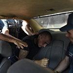 Ոստիկանությունը բերման է ենթարկում բոլոր կասկածելի անձանց