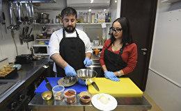 Շեֆ խոհարարին հյուր. ինչպես պատրաստել ավելուկով աղցան