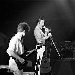 Ֆրեդի Մերկուրի (1946-1991). Queen խմբի լեգենդար վոկալիստը։ Նրա իսկական անունը Ֆարուհ Բալսարա է։ Նա իրական սպառնալիքը զգացել է, երբ երկու սիրեկանները մահացել են ՁԻԱՀ–ից։