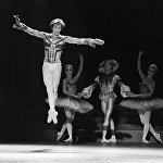 Ռուդոլֆ Նուրիև (1938-1993). խորհրդային, անգլիական և ֆրանսիական աշխարհահռչակ պարող, բալետի արտիստ և բալետմայստեր, Լենինգրադի Կիրովի անվան օպերայի և բալետի թատրոնի մենակատար։ Նրա ստեղծագործական ծրագրերի և կյանքի վրա խաչ քաշեց սարսափելի հիվանդությունը` ՁԻԱՀ–ը։