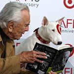 Քիրք Դուգլասը նկարվել է ավելի քան 70 ֆիլմում։ 2001թ–ին նրան հանձնվել է Բեռլինի կինոփառատոնի «Ոսկե արջ» մրցանակ` կինոարվեստում ունեցած ավանդի համար։ Նա ունի չորս «Օսկար», երկու «Ոսկե գլոբուս», մեկ «Սեզար» մրցանակ և այլն։ Քիրք Դուգլասը AFI 40–ում