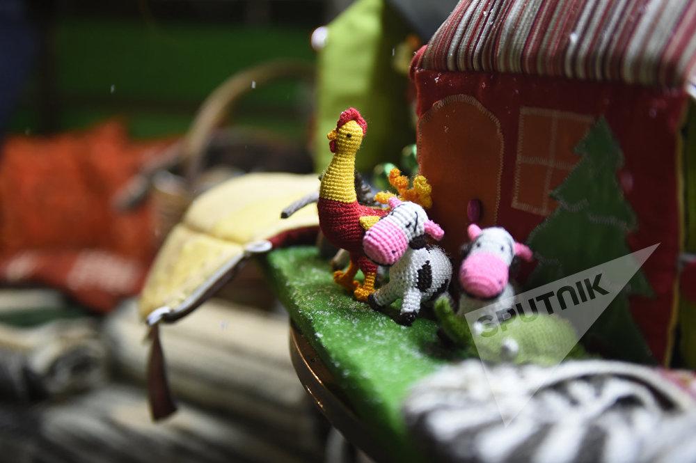 Երևանում բացվել է Ամանորի և Սուրբ Ծննդյան տոնավաճառը