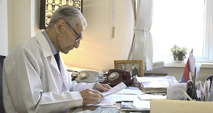 Հայաստանի նյարդավիրաբուժության դպրոցի հիմնադիրը 96 տարեկան է
