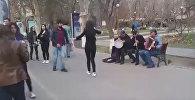 Грузинские танцы в центре Еревана