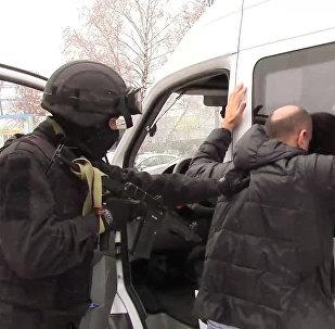 Ռուս ոստիկանը կալանավորում է կասկածյալին