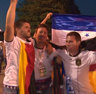 Գերմանիայի հավաքականի երկրպագուները տոնում են իրենց թիմի հաղթանակը