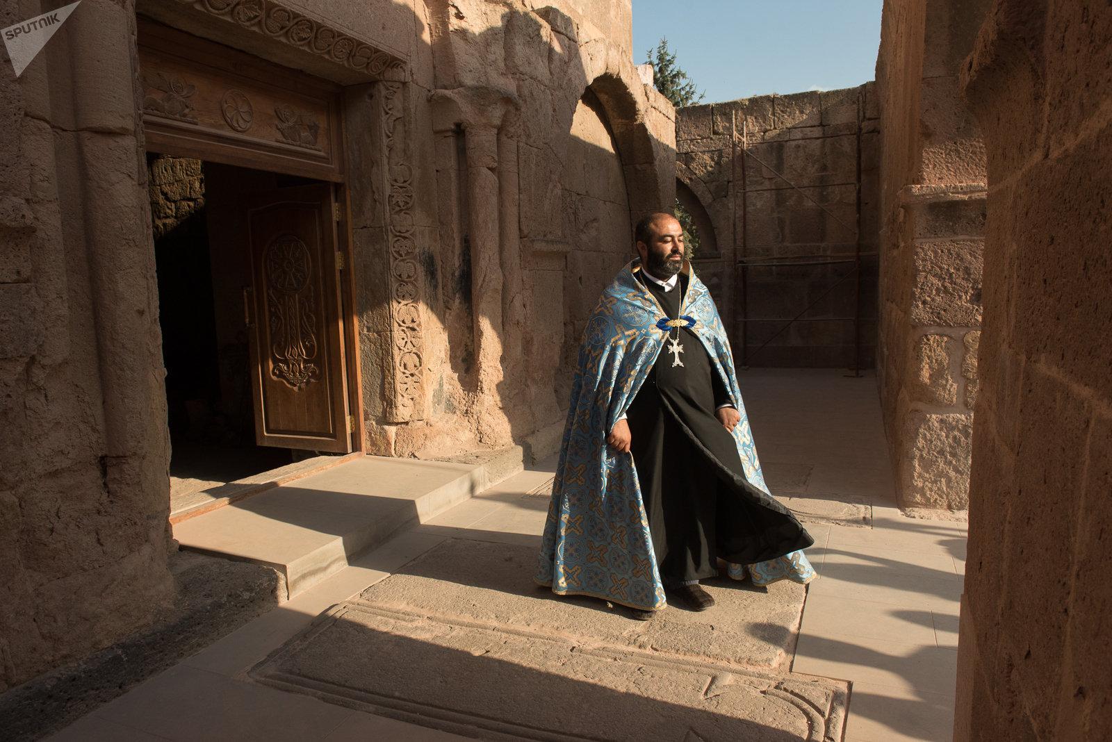 Иерей Врданес Багарян. Одзунский монастырь, Армения