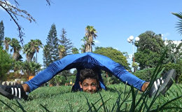 Спутник_12-летний палестинец-акробат тренируется для рекорда Гиннеса по передвижению перекатом